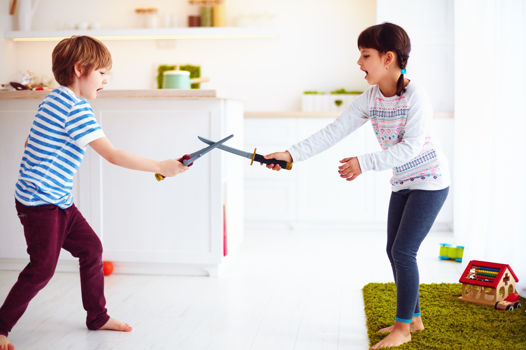 7b0c994fcaa Evitar juguetes filosos o puntiagudos como espadas dependiendo de la edad